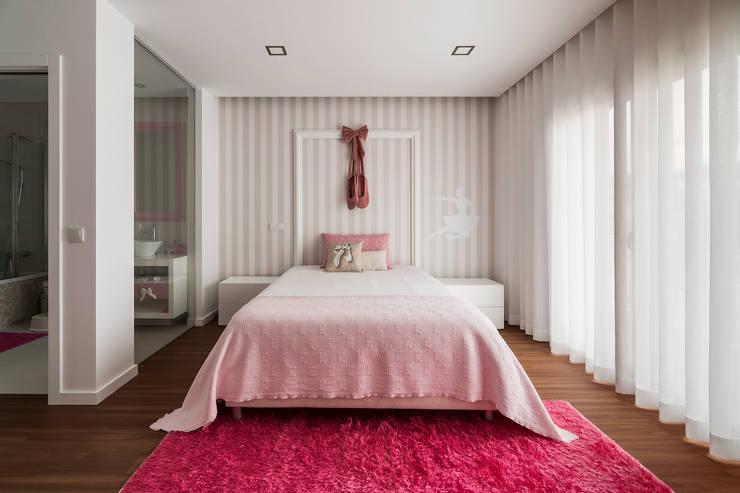 Dormitorios infantiles de estilo moderno por UNISSIMA Home Couture