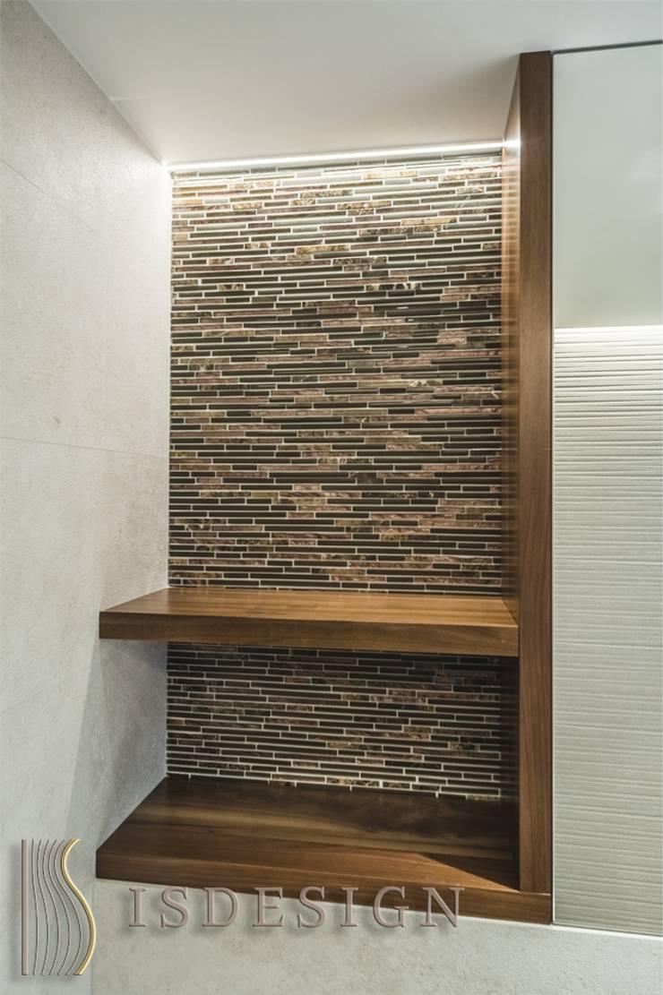 Ванная комната - полка: Ванные комнаты в . Автор – ISDesign group s.r.o., Эклектичный Керамика