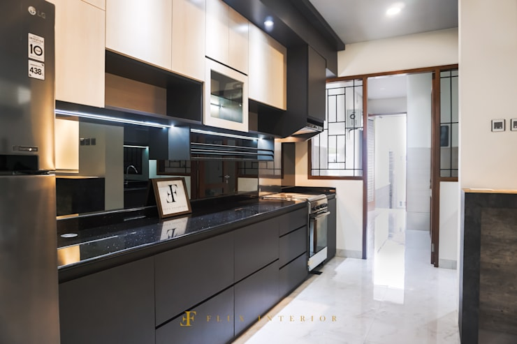 Modern Kitchen at Puri Botanical Garden Residences:  Dapur by Flux Interior