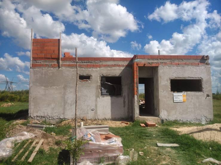 Casa Familiar. Manzana 89. Tierra de Sueños 3. Roldan.: Casas de estilo  por Arq. Gustavo Piazza & Asociados,