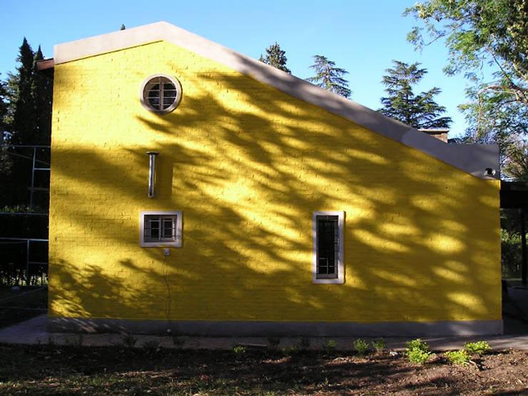 CASA QUINTA EN OLIVEROS: Casas de estilo rústico por Arq. Gustavo Piazza & Asociados