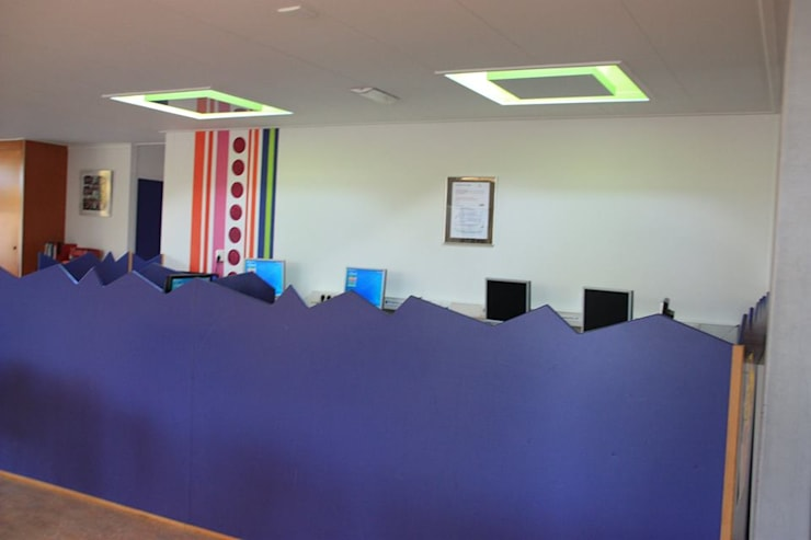 Gemeenschaps- en computerruimte :  Scholen door janny doornbos architektonische vormgeving, Modern