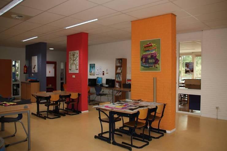 Gemeenschapsruimte:  Scholen door janny doornbos architektonische vormgeving, Modern