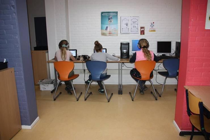 Openbare computerruimte:  Scholen door janny doornbos architektonische vormgeving, Modern