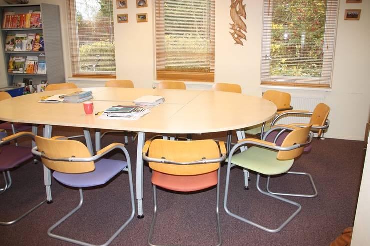 Personeelsruimte:  Scholen door janny doornbos architektonische vormgeving, Modern
