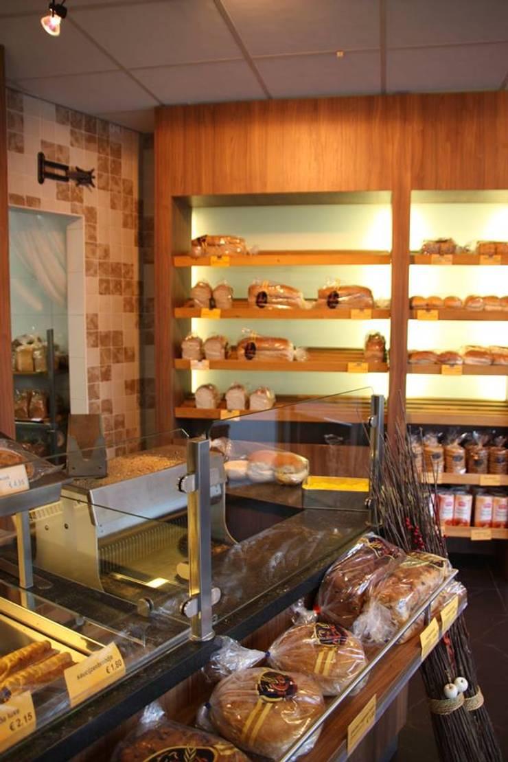 Bakkerij:  Winkelruimten door janny doornbos architektonische vormgeving