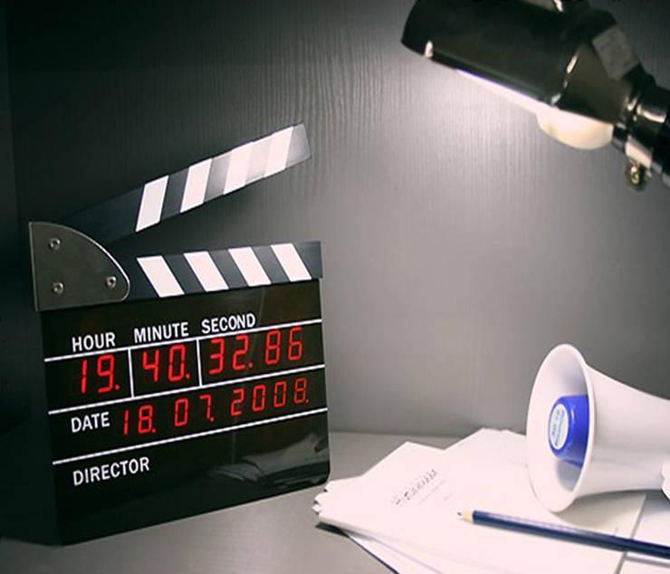 Kairos Movie Director Alarm Table Clock: modern  by Just For Clocks,Modern Glass