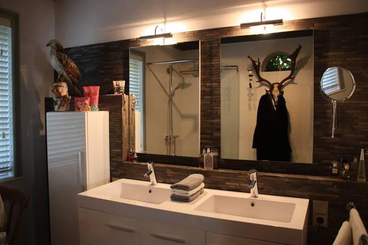 Banheiros  por janny doornbos architektonische vormgeving