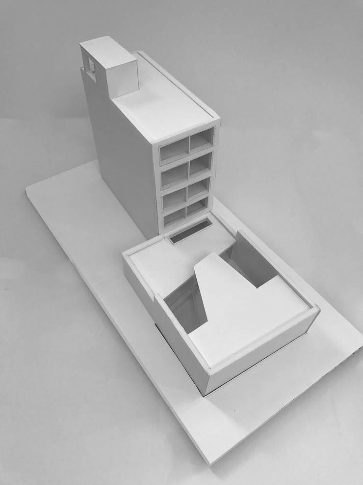 Maquette renovatie en vervangende nieuwbouw: modern  door Kevin Veenhuizen Architects, Modern