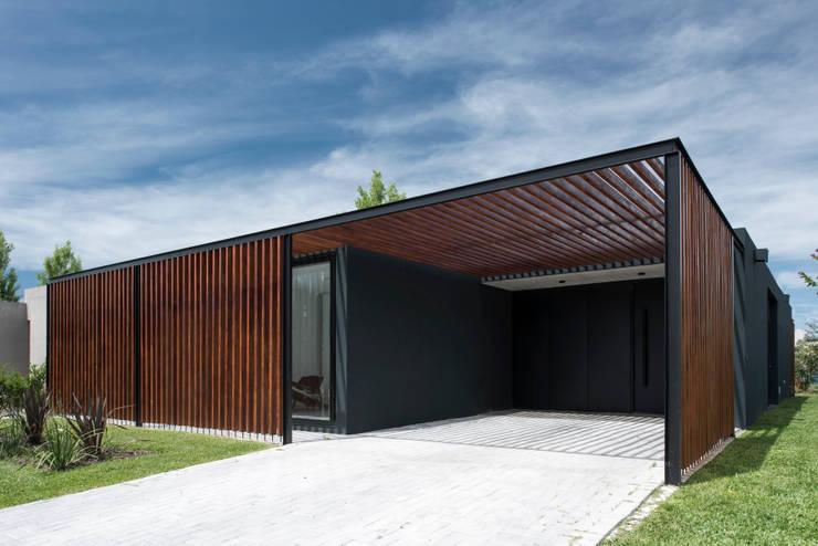 Casa 2LH: Casas de estilo moderno por Luciano Kruk arquitectos