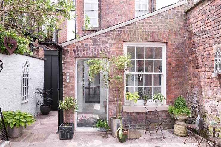 Refurbished outrigger Maisons modernes par guy taylor associates Moderne
