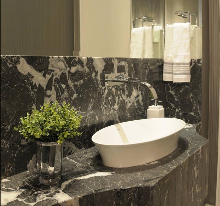 Lavabo: Banheiros modernos por MARIA FERNANDA PEREIRA