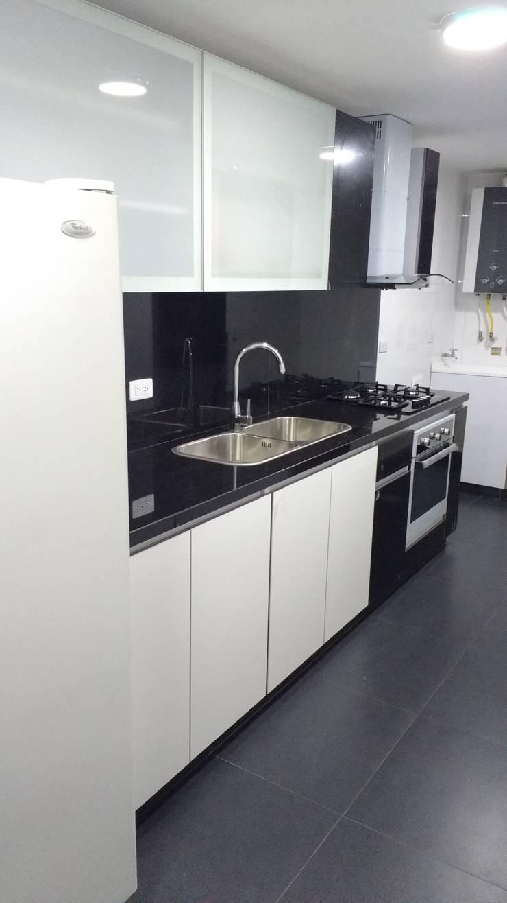 Cocina: Armarios de cocinas de estilo  por bdl concept/studio