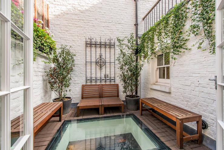 Garden:  Garden by Prestige Architects By Marco Braghiroli,