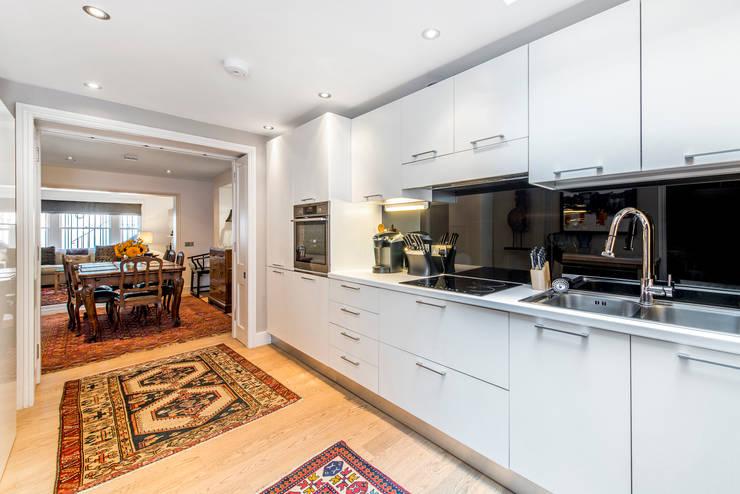 Kitchen:  Kitchen by Prestige Architects By Marco Braghiroli,