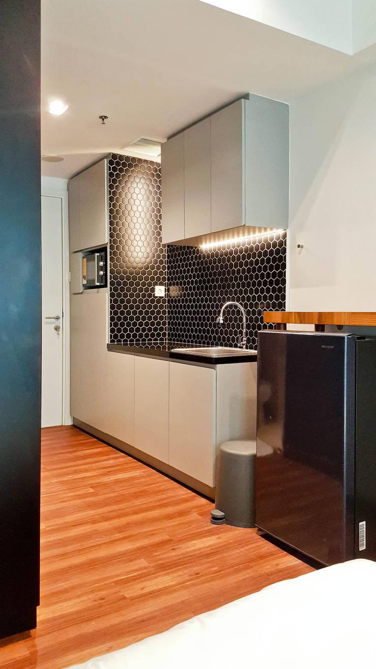 CF/6 Studio:  Dapur by INK DESIGN STUDIO