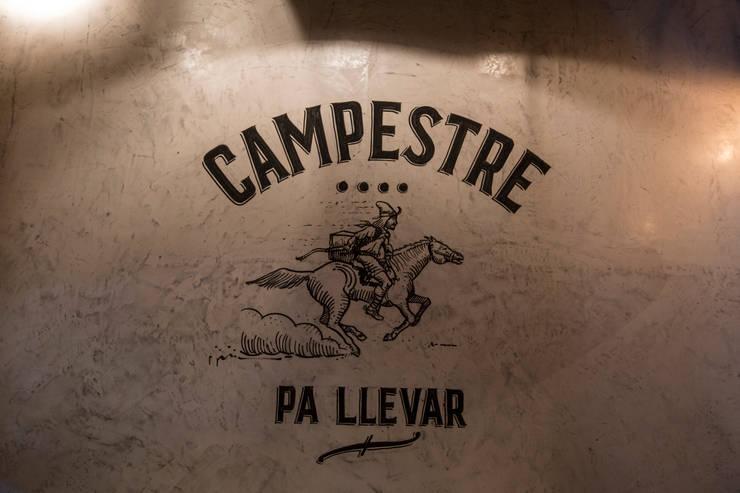 CAMPESTRE   Restaurante Argentino: Gastronomía de estilo  por María Florencia Funes