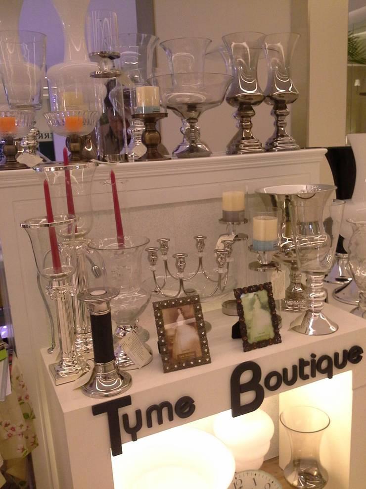 Tyme Boutique  กรอบรูป เชิงเทียน ตกแต่งบ้าน:  ห้องนั่งเล่น by Tyme Holding Co.,Ltd