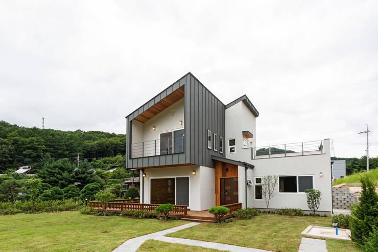 Casas de madera de estilo  por 한다움건설