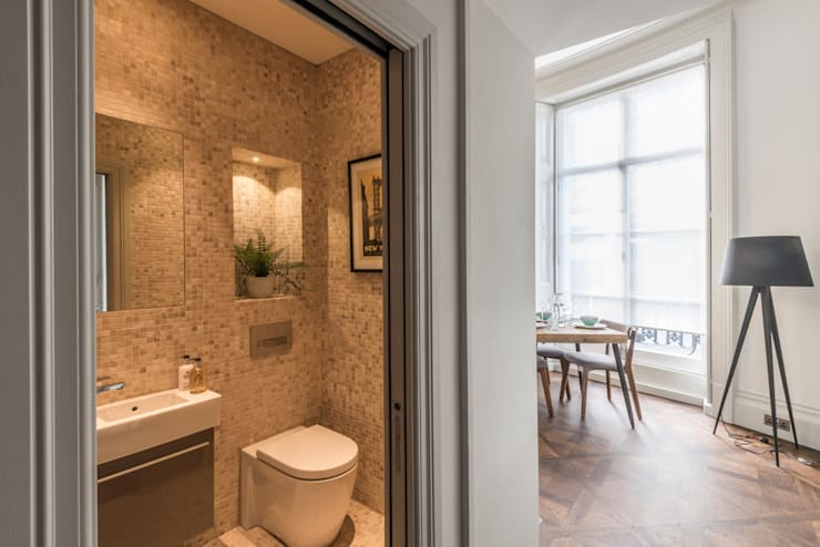 Bachelor Pad - Hyde Park:  Bathroom by Prestige Architects By Marco Braghiroli