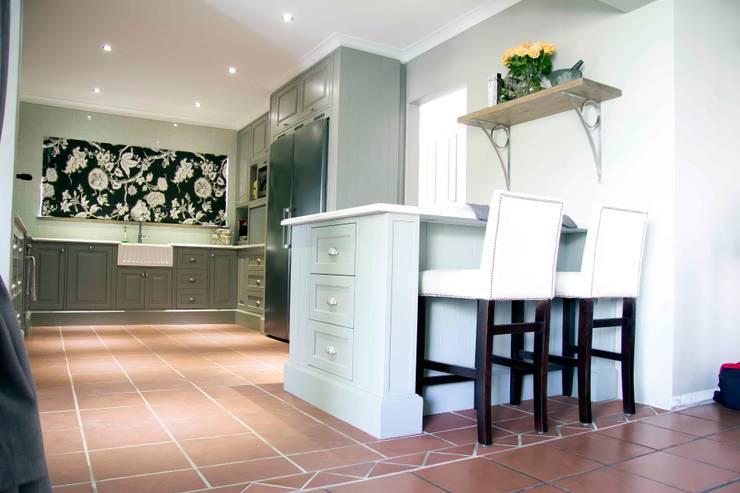Burton Ave:  Kitchen by House Couture Interior Design Studio