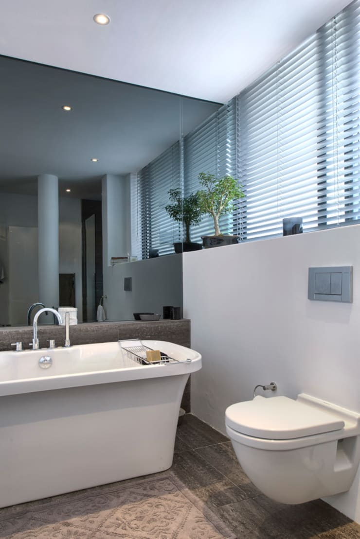 Rose St:  Bathroom by House Couture Interior Design Studio, Eclectic