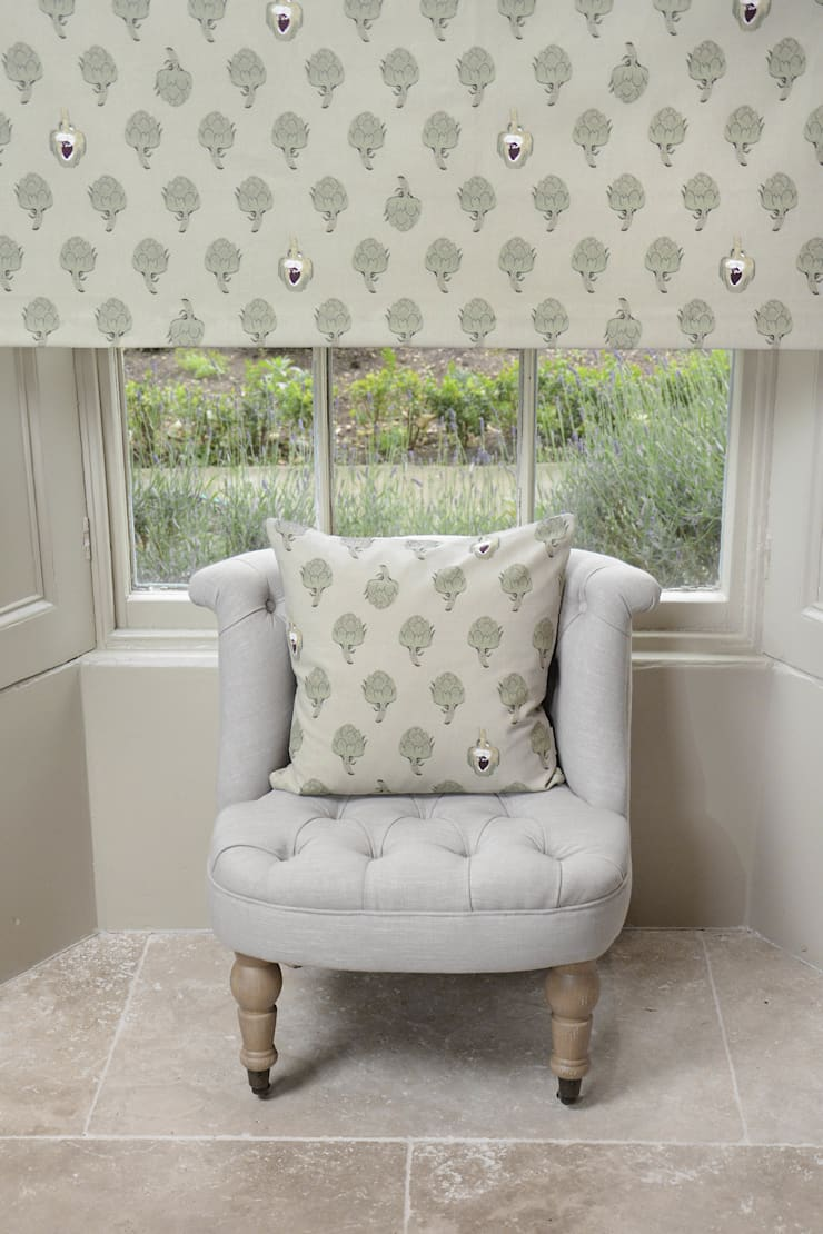 country  oleh Sophie Allport, Country Katun Red