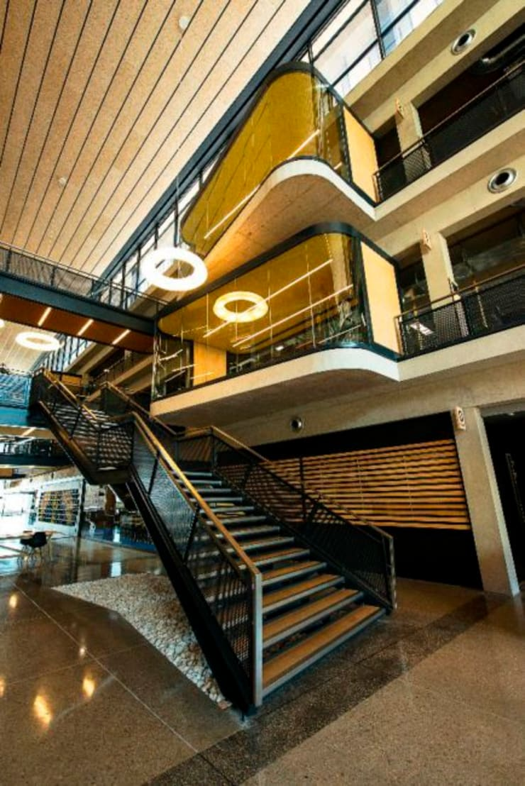 RCL Foods Offices:  Office buildings by Elphick Proome Architects,