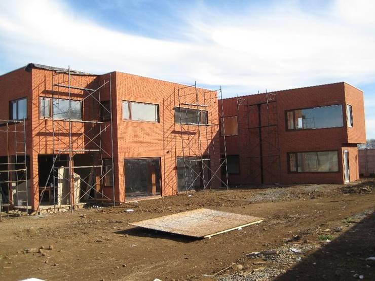 Vivienda Unifamiliar Temuco Portal de la Frontera: Casas unifamiliares de estilo  por AEG Arquitectura, Asesoría y Construcción.