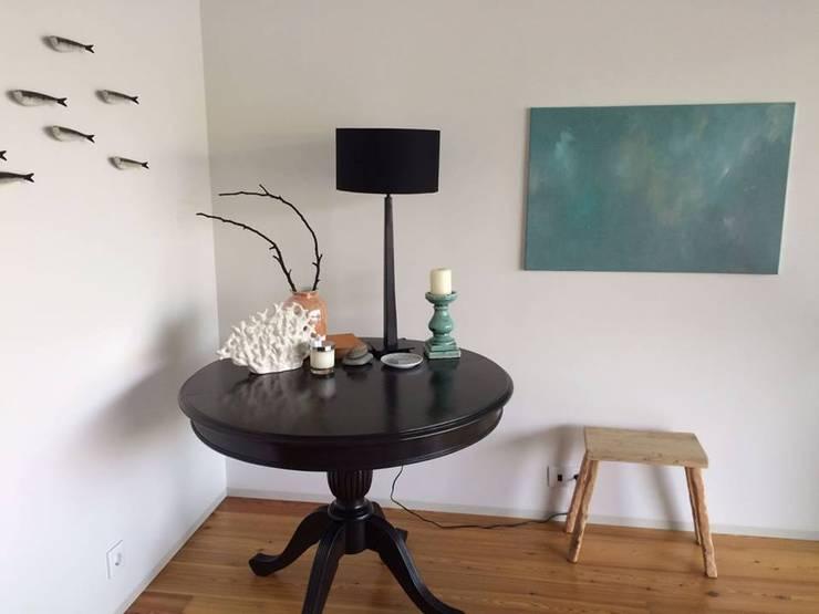 Living room by Tangerinas e Pêssegos - Design de Interiores & Decoração no Porto Modern Wood Wood effect