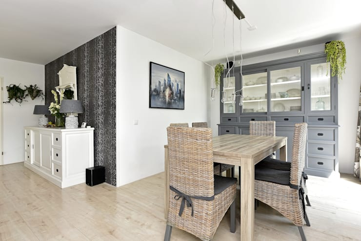 Home staging Portfolio: modern Dining room by Miranda Home Staging and Photography