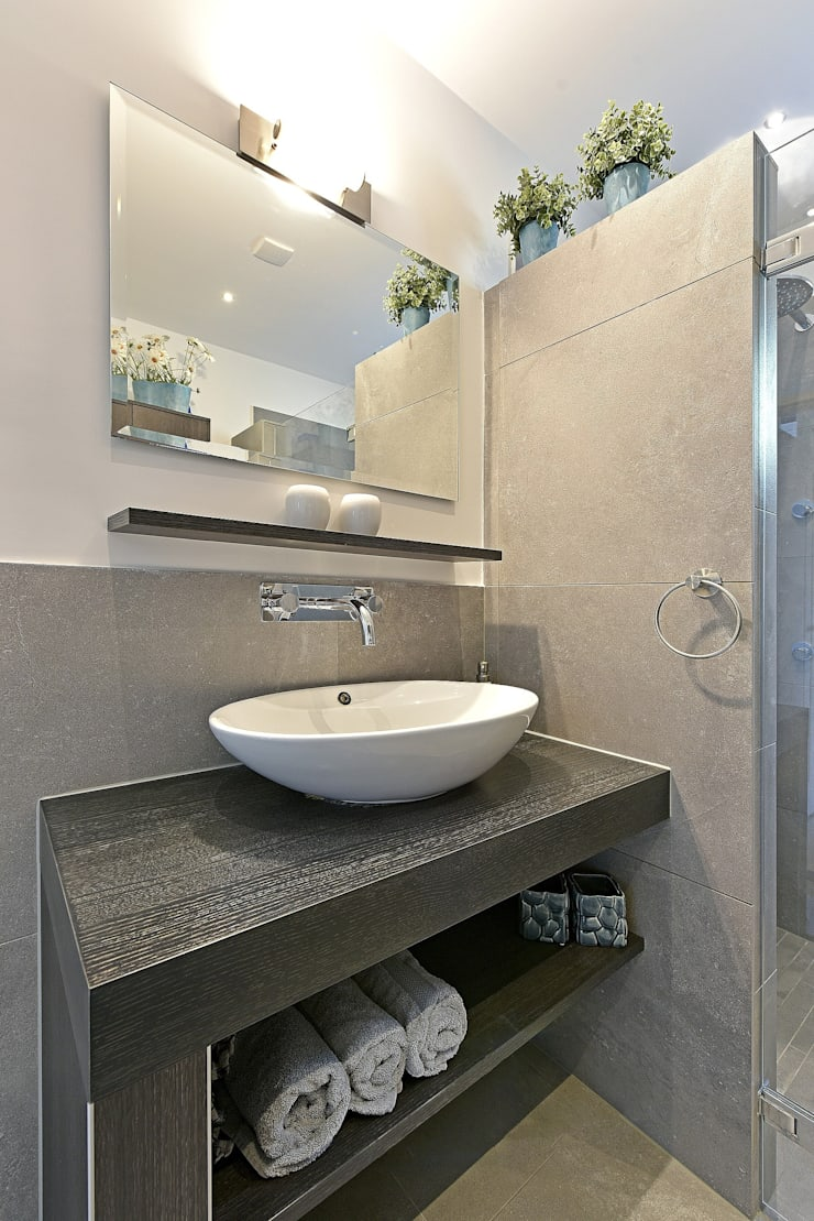 Home staging Portfolio: modern Bathroom by Miranda Home Staging and Photography