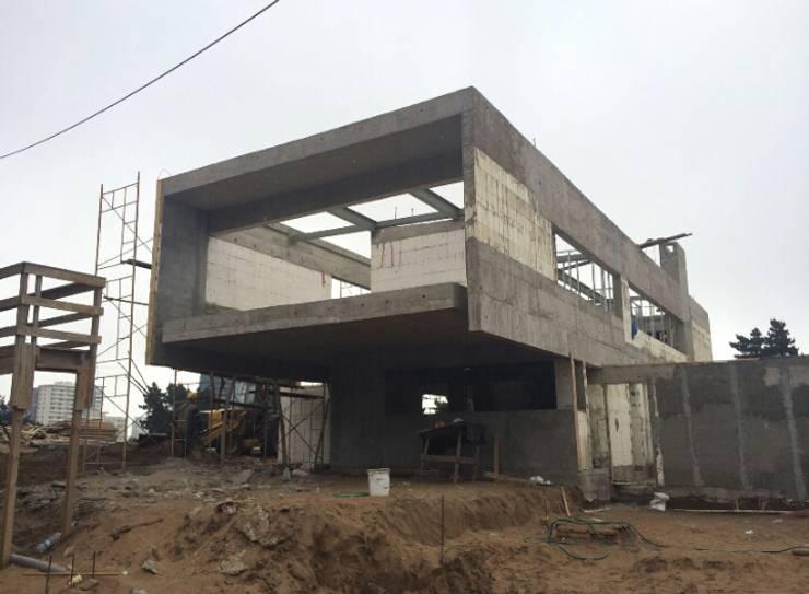 Construcción de Vivienda en Reñaca: Casas de estilo moderno por Eracón
