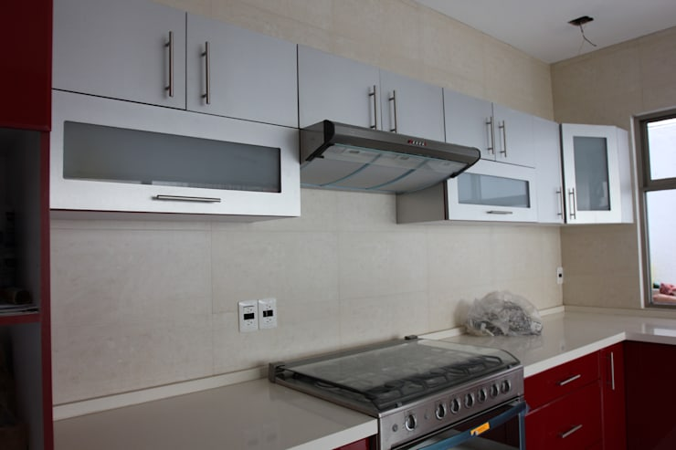 Caracas: Cocinas equipadas de estilo  por Arkalli