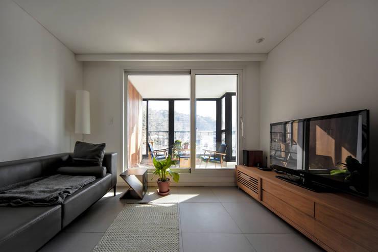구기동 다세대주택 리모델링: 서가 건축사사무소의  거실,모던