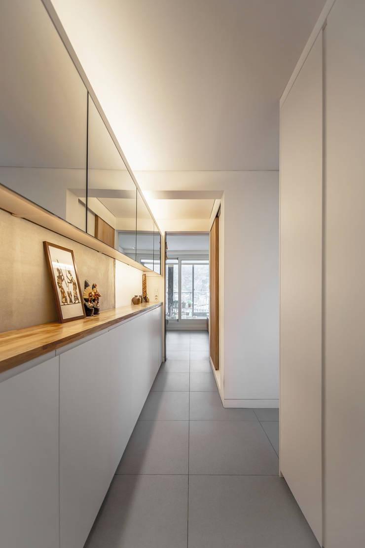 구기동 다세대주택 리모델링: 서가 건축사사무소의  드레스 룸,모던
