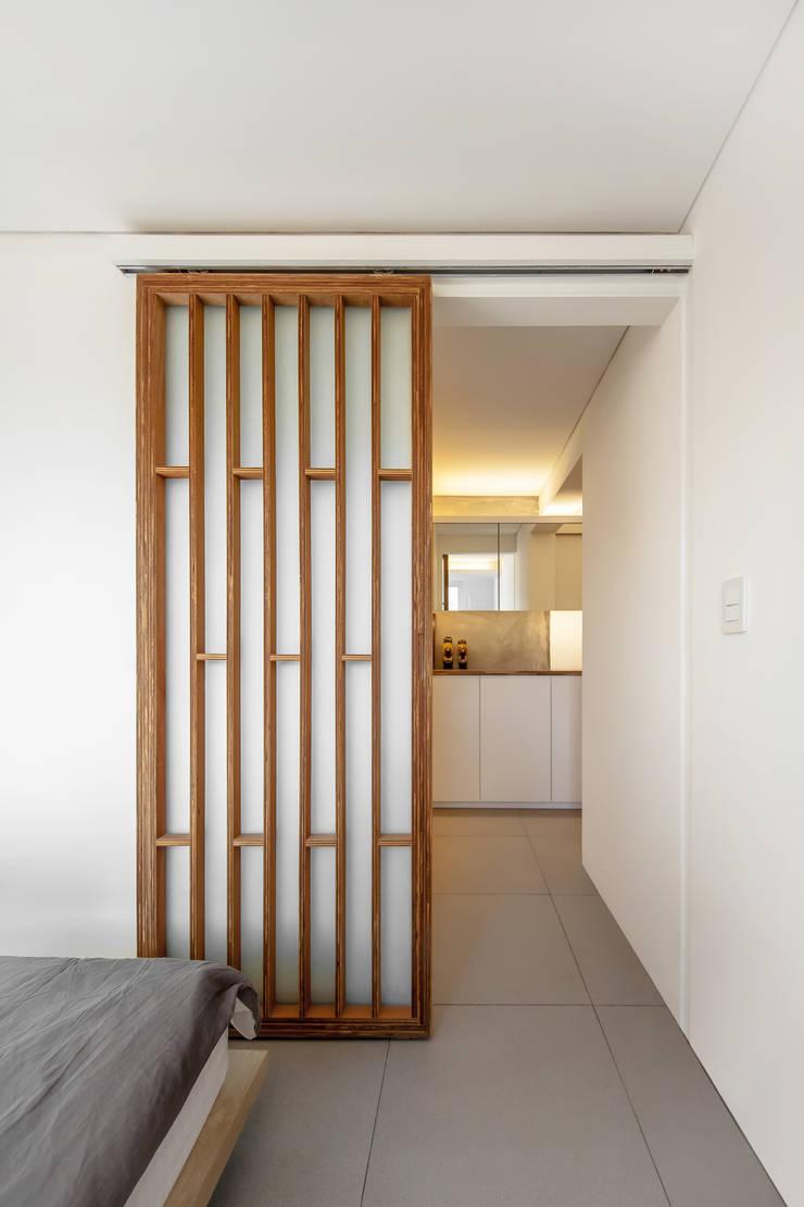 구기동 다세대주택 리모델링: 서가 건축사사무소의  침실,모던