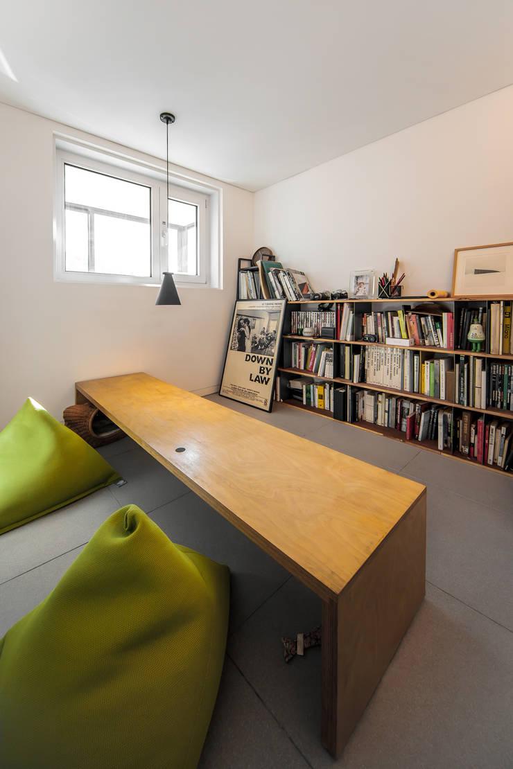 Study/office by 서가 건축사사무소