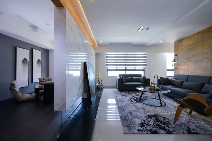 Living room by 見本設計, Modern