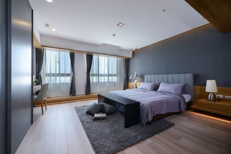 臥房A:  臥室 by 見本設計