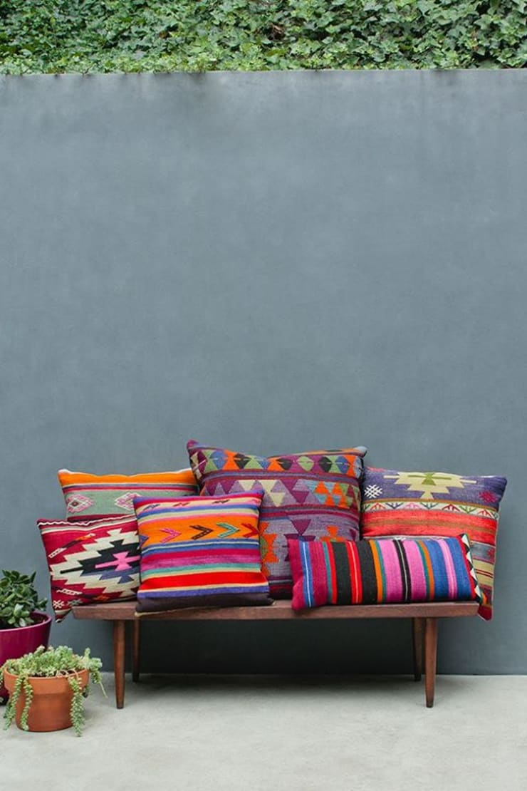 Colorful Inspirations : modern Living room by Spacio Collections