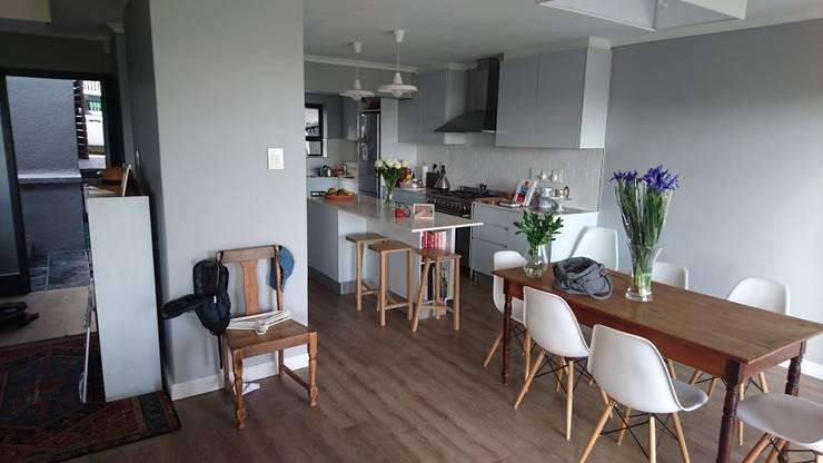 Acorn Close:  Kitchen by Alex Jordaan Construction