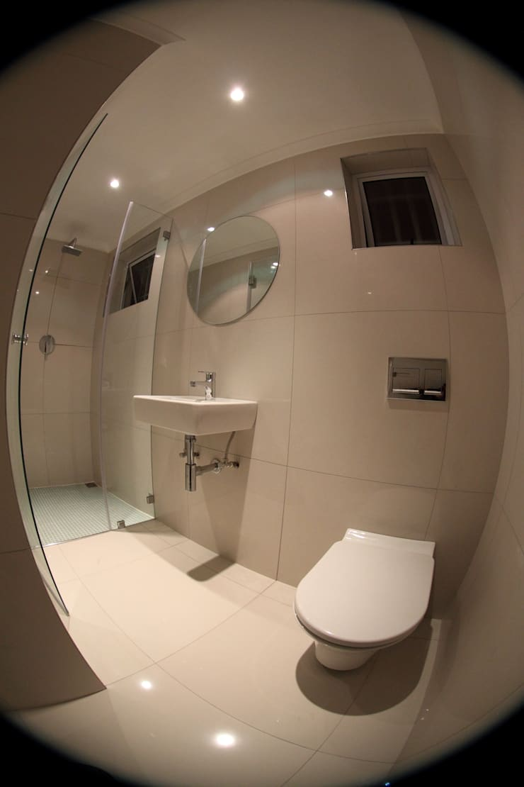 Bathroom by Alex Jordaan Construction, Modern