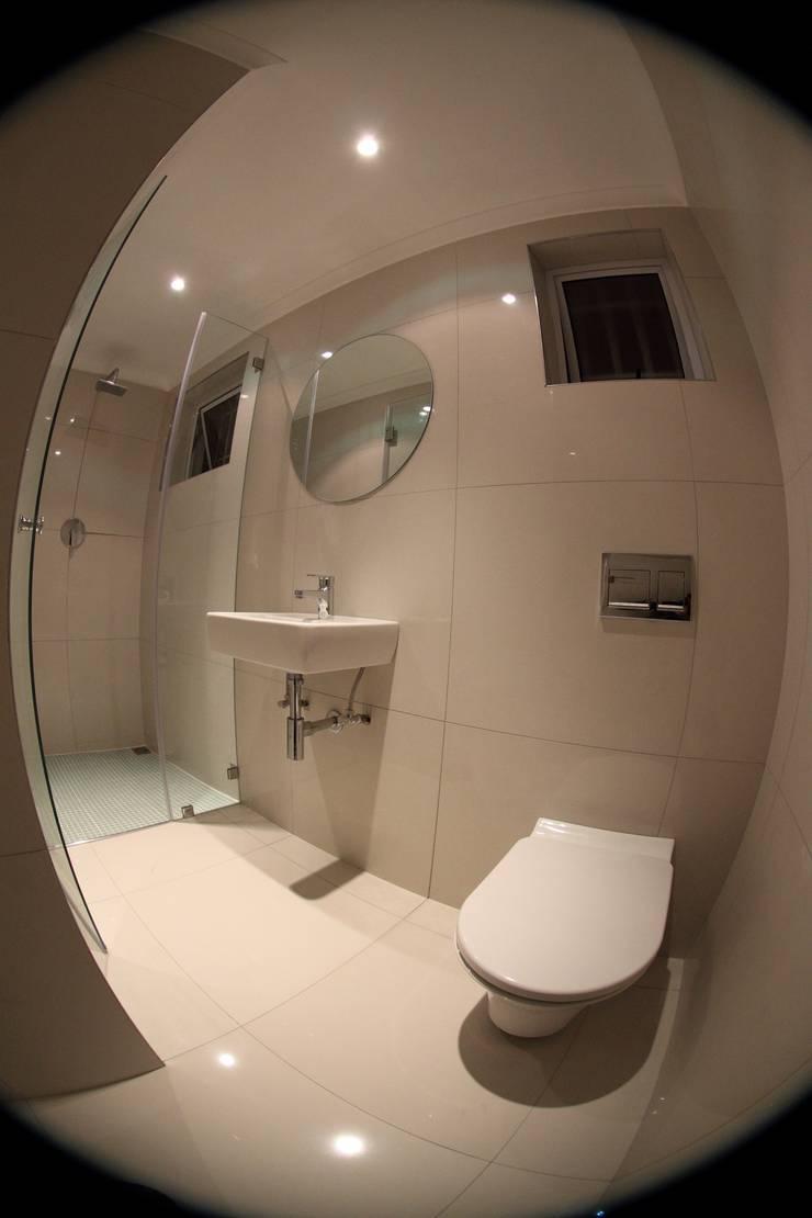 Alex Jordaan Constructionが手掛けた浴室, モダン