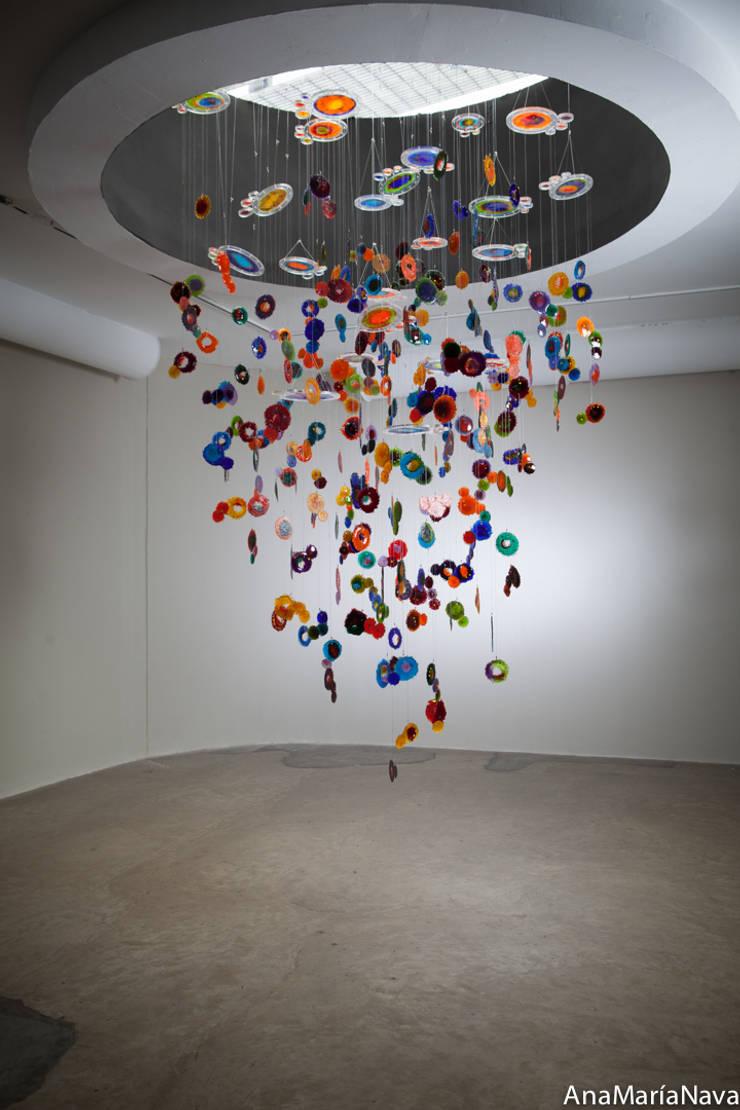 Nebula: Salas de entretenimiento de estilo  por Ana Maria Nava Glass