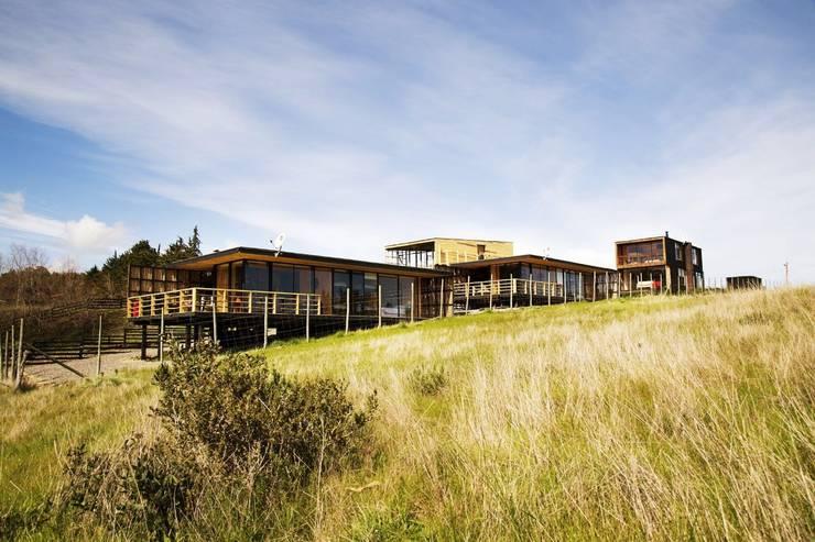 Vista General: Cabañas de estilo  por Nido Arquitectos