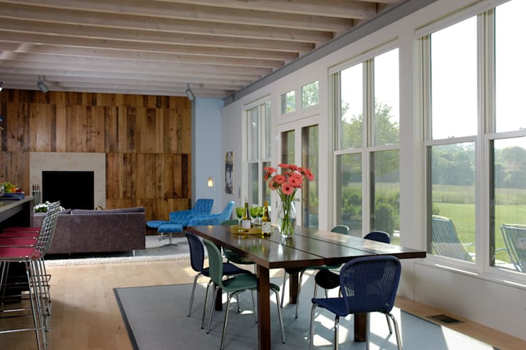 Town Lane Residence, Amagansett, NY:  Living room by BILLINKOFF ARCHITECTURE PLLC