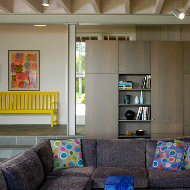 Town Lane Residence, Amagansett, NY:  Corridor & hallway by BILLINKOFF ARCHITECTURE PLLC