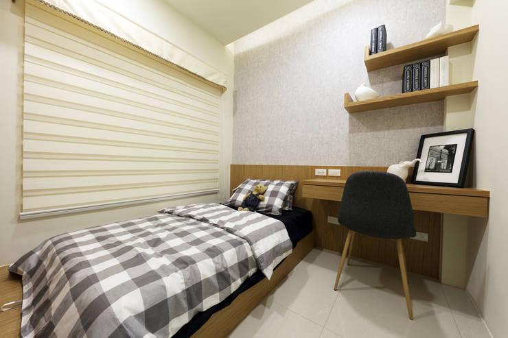 臥室C:  臥室 by 見本設計