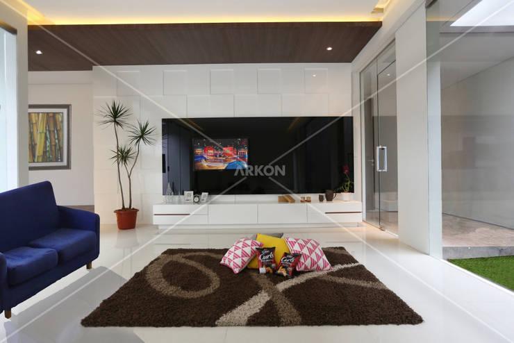 Setra Duta, Bandung:  Living room by ARKON